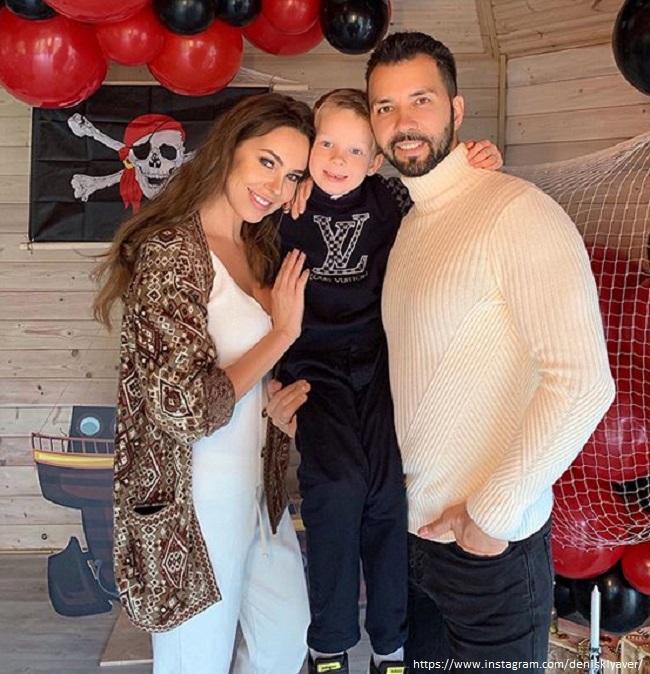 Денис Клявер с женой и сыном