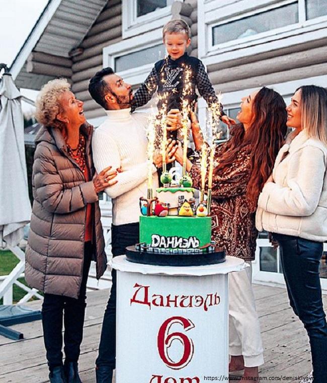 Денис Клявер с семьей