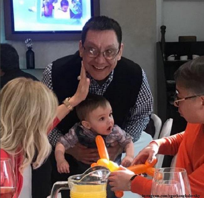 Егор Кончаловский с новой семьей