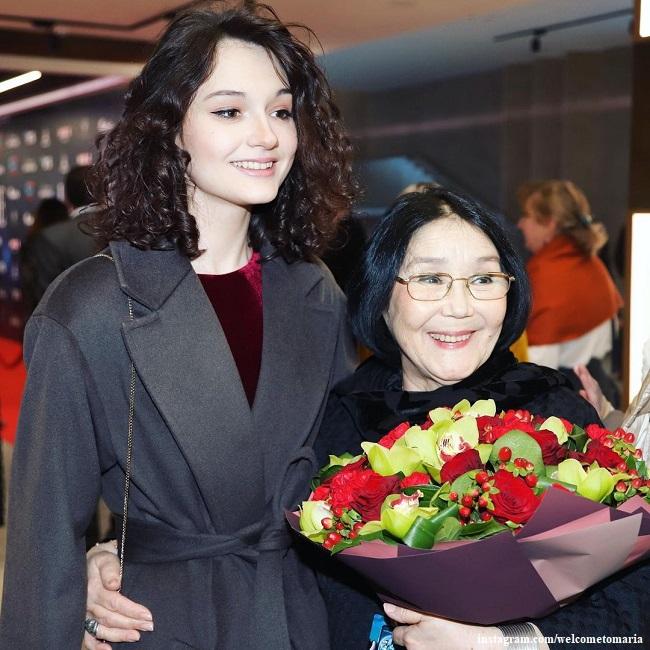 Наталья Аринбасарова с внучкой Марией Кончаловской