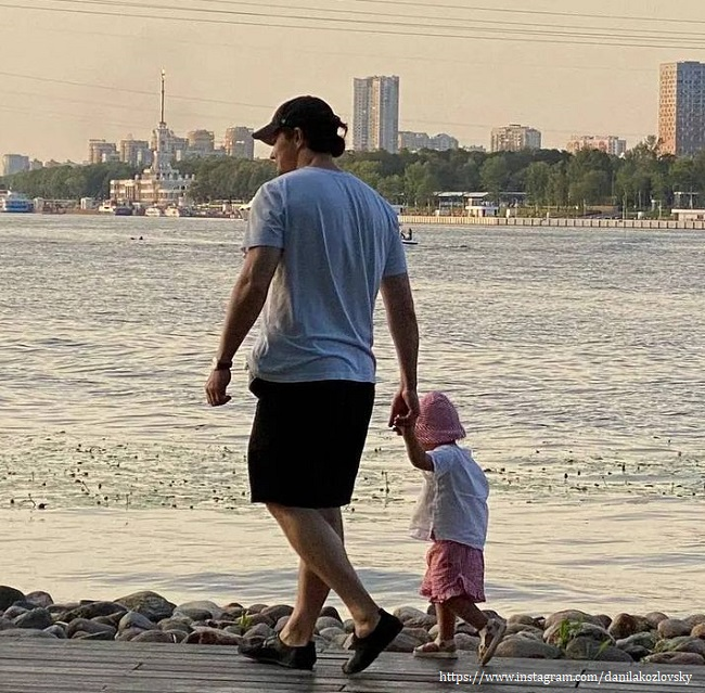 Данила Козловский с дочкой