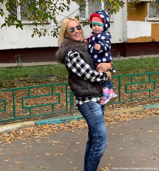 Lera Kudryavtseva's daughter in a vest staged fiery dances