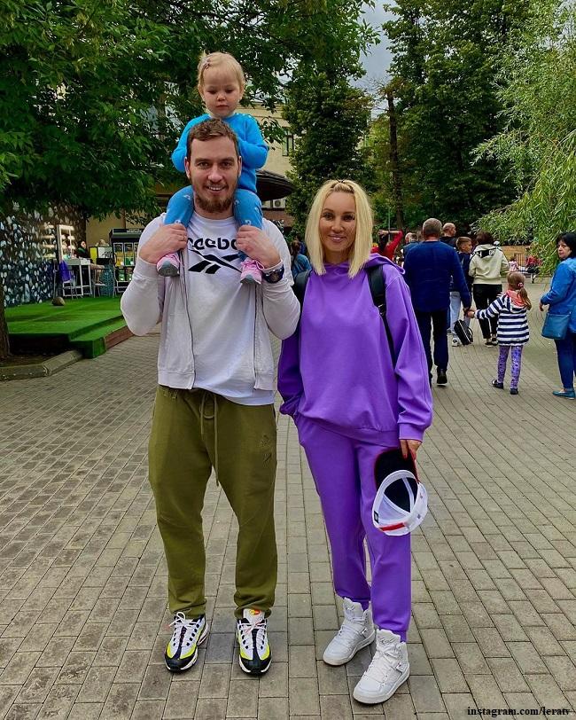 Лера Кудрявцева и Игорь Макаров с дочерью Машей