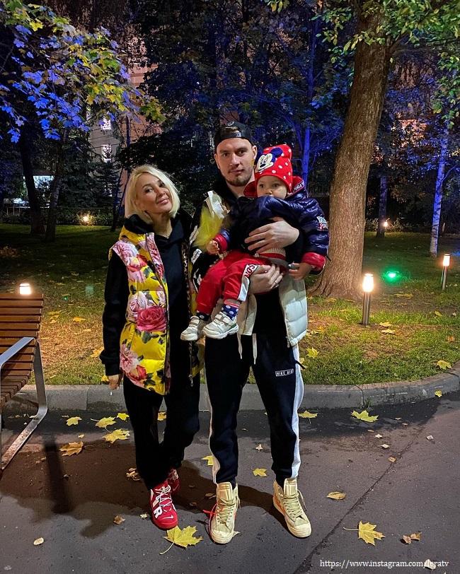 Лера Кудрявцева показала, как с семьей провела время в парке