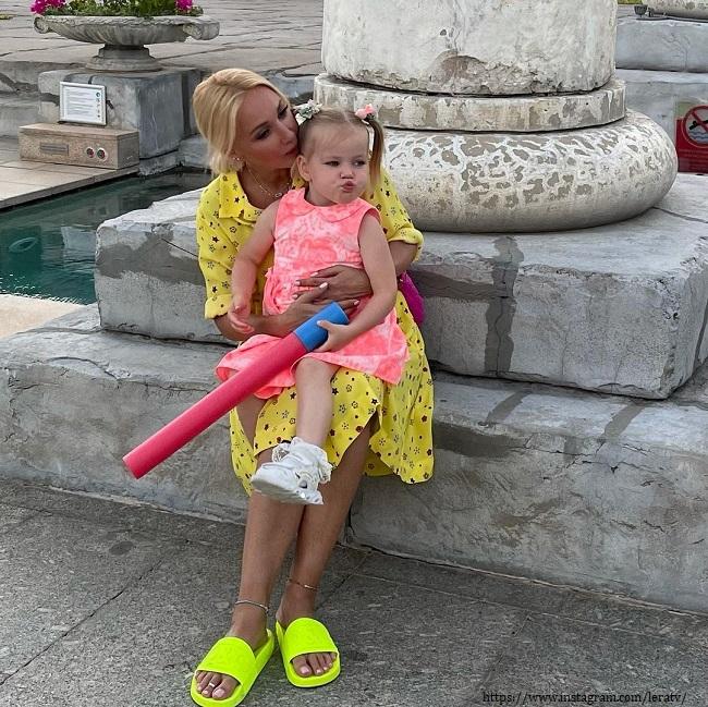 Лера Кудрявцева с дочерью