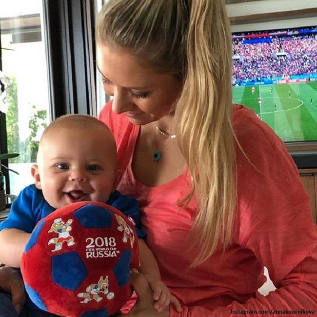 Анна Курникова с сыном Николасом