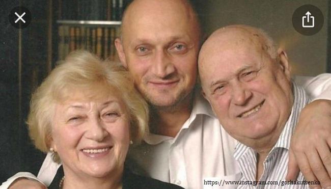 Gosha Kutsenko with his parents
