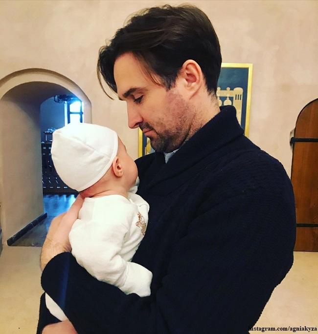 Максим Петров с 3-месячным сыном