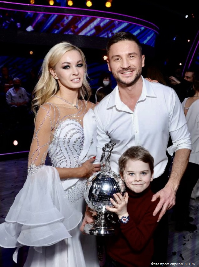 Sergey Lazarev with a partner and son