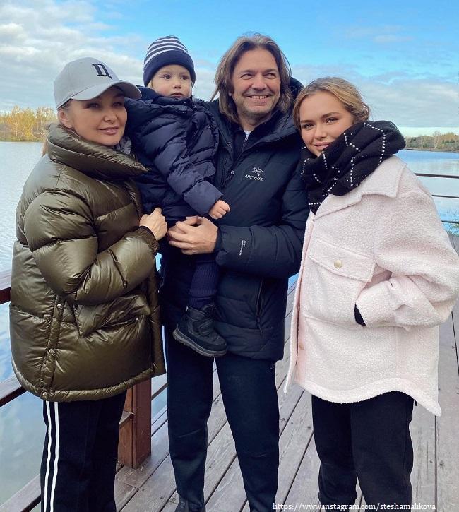 Дмитрий Маликов с женой, дочкой и сыно