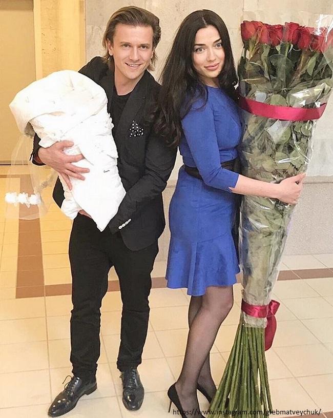 Глеб Матвейчук со своими девочками