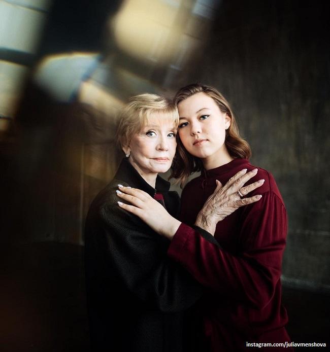 Вера Алентова с внучкой Таисией