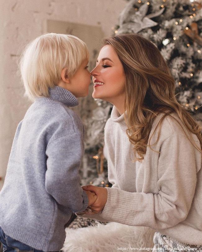 Anna Mikhailovskaya with her son - https://z-aya.ru