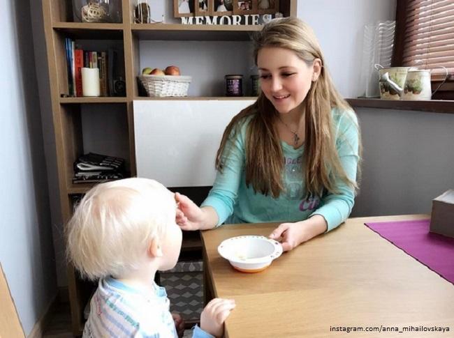 анна михайловская фото с сыном