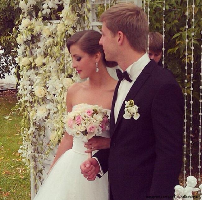 отличает актриса анна михайловская свадьба фото рядом новым