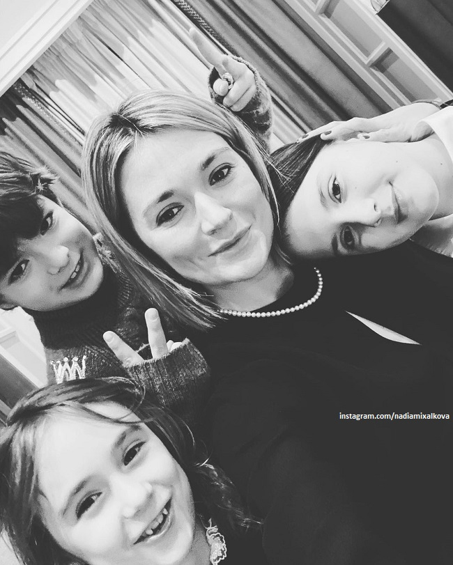Nadezhda Mikhalkova with children and niece