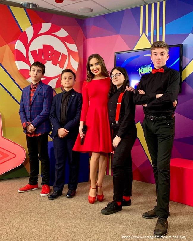 Юлия Михалкова с детьми