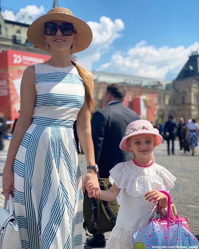 Tatyana Navka showed 6-year-old daughter in pointe shoes and ballet position