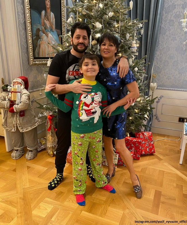 Anna Netrebko showed how she entertained guests during the celebration of Christmas
