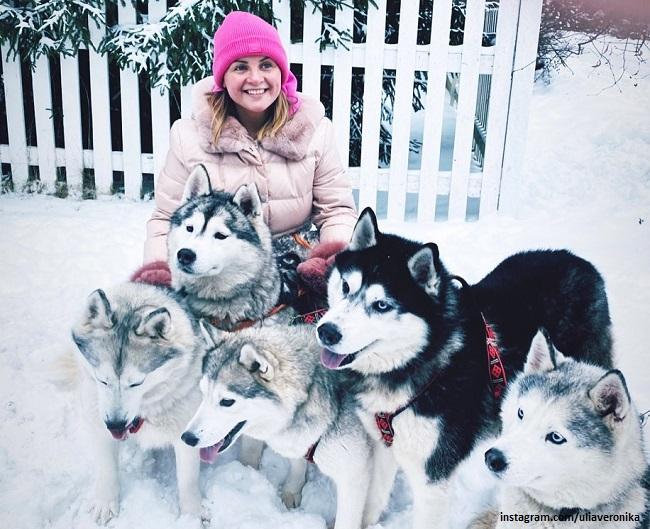 Julia Proskuryakova with husky dogs