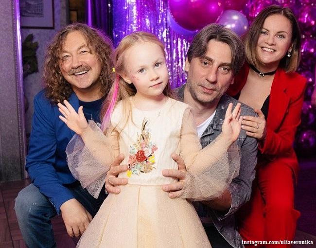 Игорь Николаев и Юлия ПРоскурякова с дочерью Вероникой
