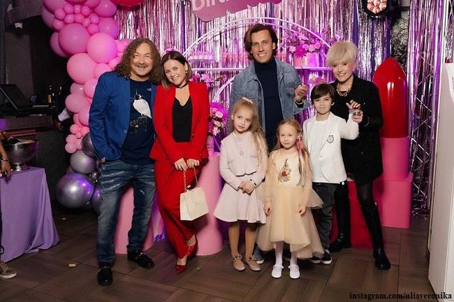 Игорь Николаев, Юлия Проскурякова, Алла Пугачева, Максим Галкин с детьми