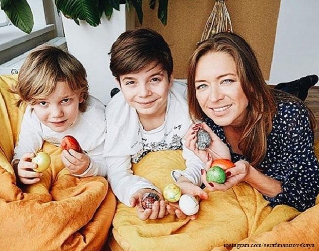 Серафима Низовская с сыновьями