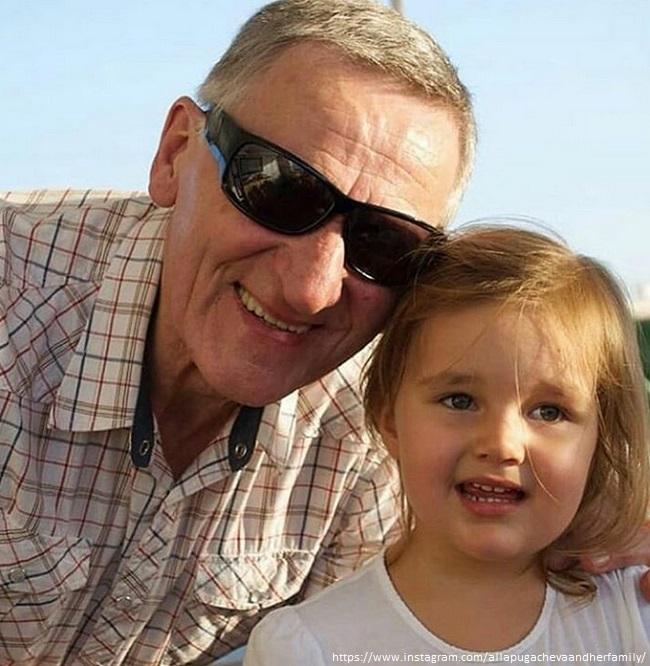 Дочка Кристины Орбакайте с дедом