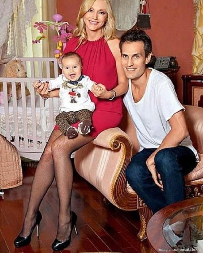 Кристина Орбакайте и Михаил Земцов с дочерью Клавой