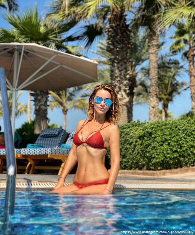 Ольга Орлова в красном купальнике