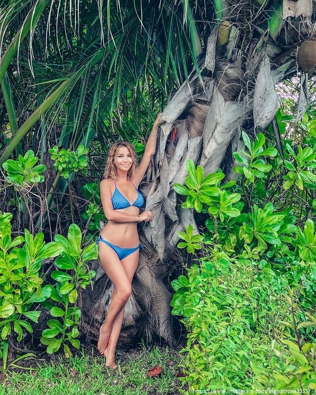 Ольга Орлова в синем купальнике