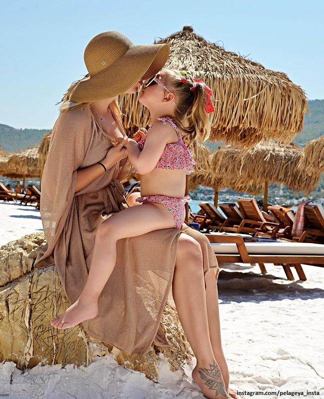 Pelageya with her daughter Taisia