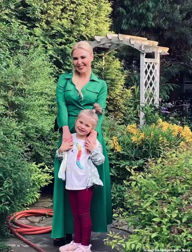 Пелагея с дочерью Тасей