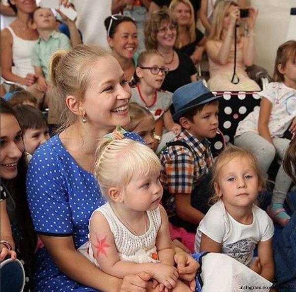 функция фото юлии пересильд с детьми саркома