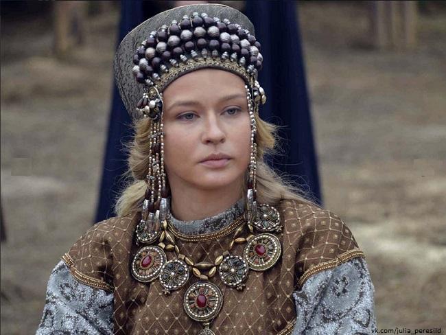 Юлия Пересильд  снимается в своих драгоценностях