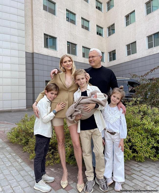 Елена Перминова с семьей
