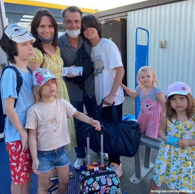 Игорь Петренко и Кристина Бродская с дочерьми и сыновьями от Екатерины Климовой