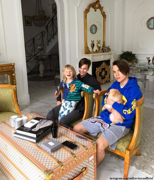 Сыновья Яны Рудковской