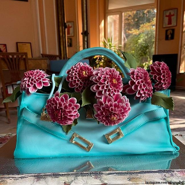 Алине Редель подарили торт в виде ее сумочки с георгинами