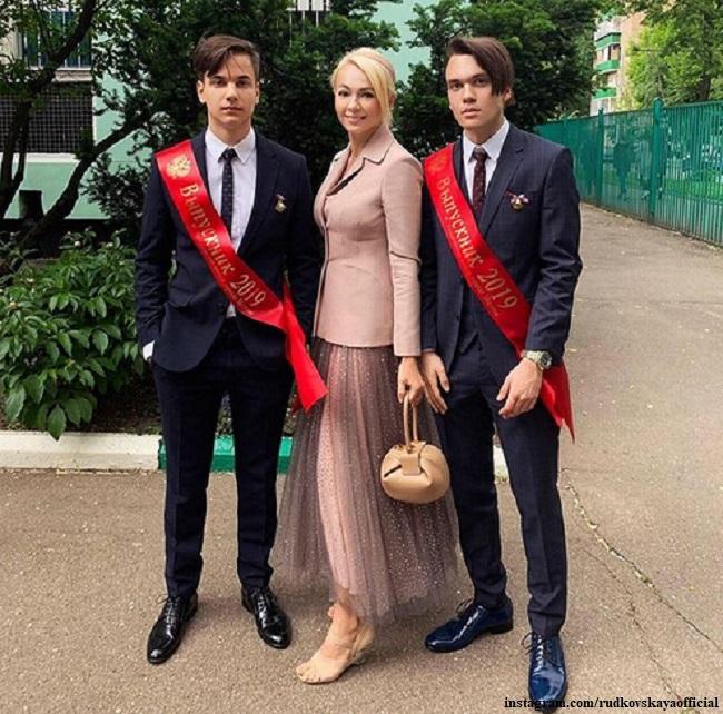 Яна Рудковская с сыновьями Виктора Батурина