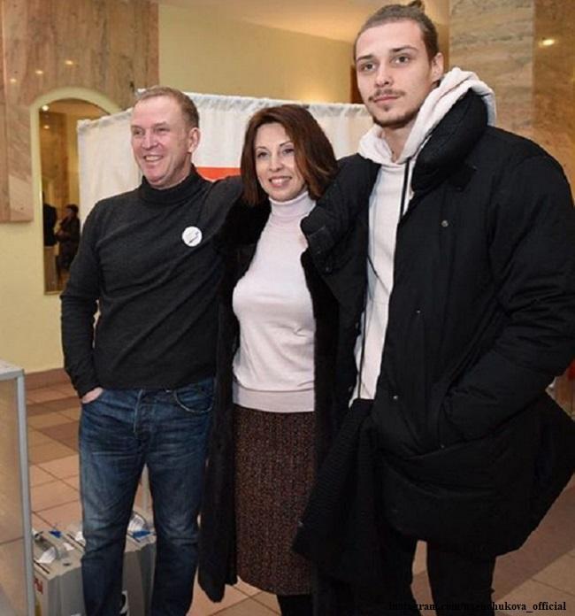 Виктор Рыбины с женой и сыном
