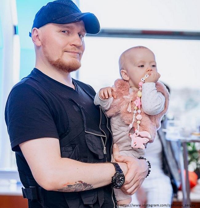 Сергей Сафрнов с дочкой