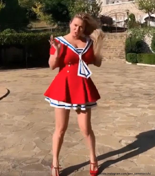 Анна Семенович в пикатном платье