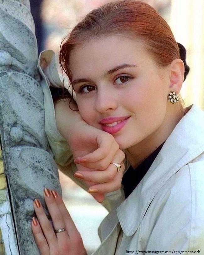Анна Семенович в 16 лет