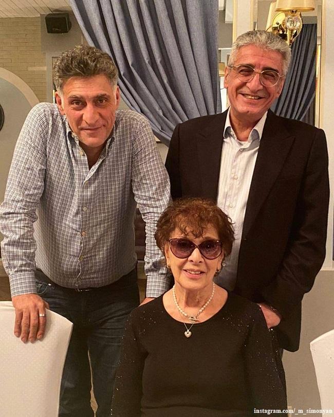 Тигран Кеосаян с мамой и братом