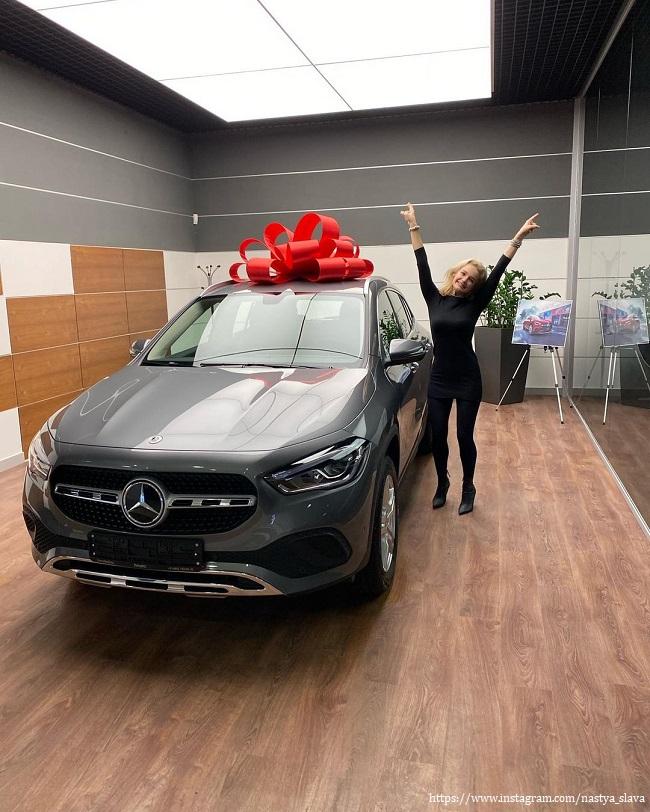 Дочка певицы Славы с новым авто
