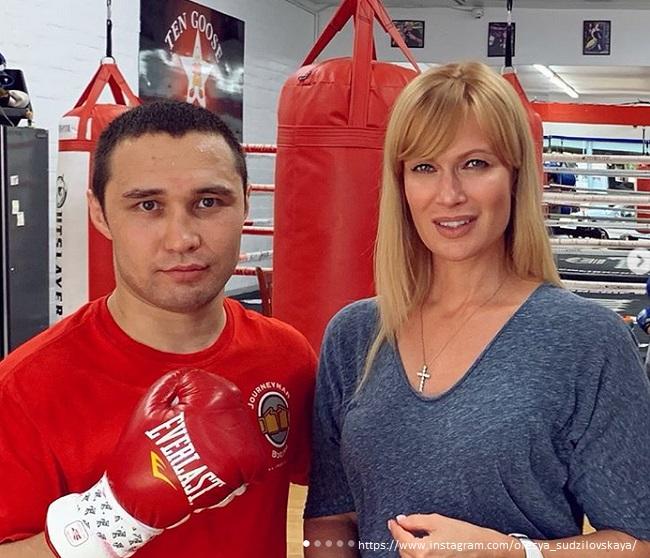 Олеся Судзиловская в спортзале