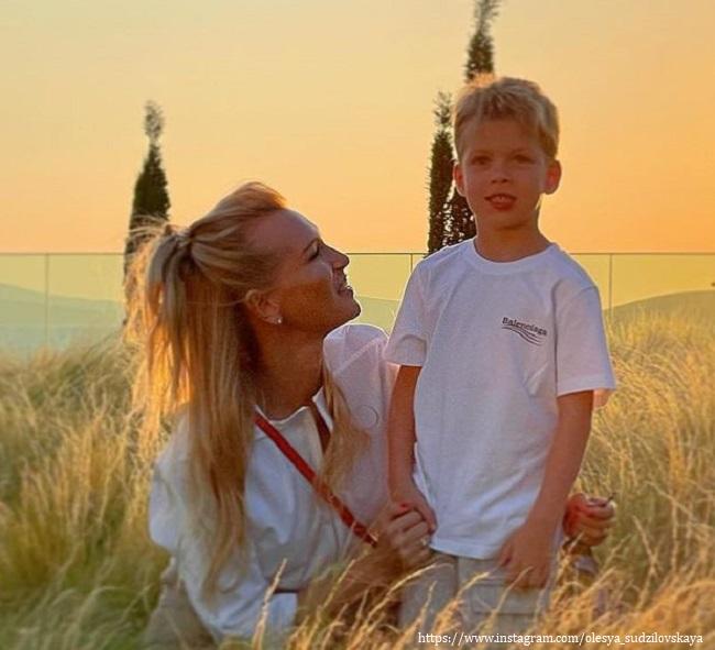 Олеся Судзиловская с сыном