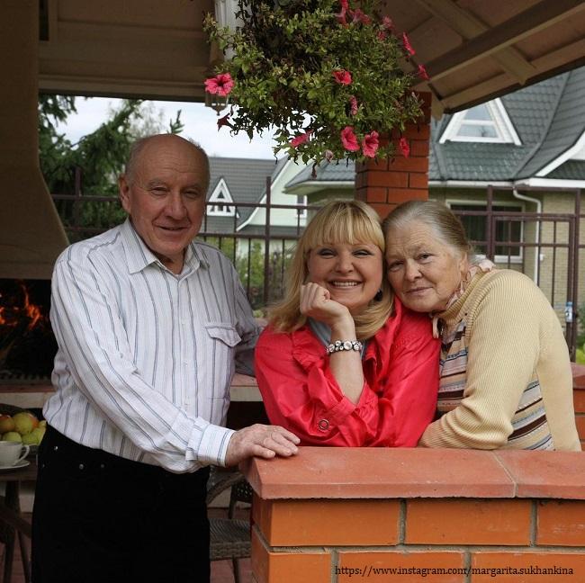 Маргарита Суханкина с родителями