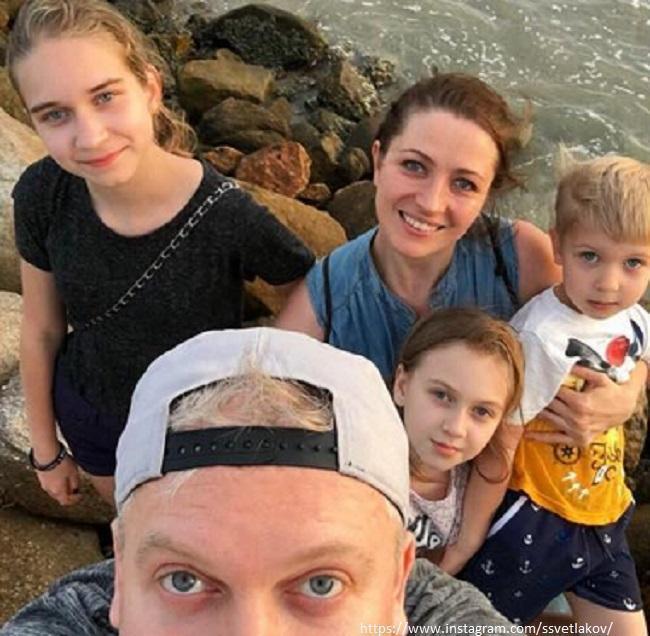Сергей Светлаков с семьей